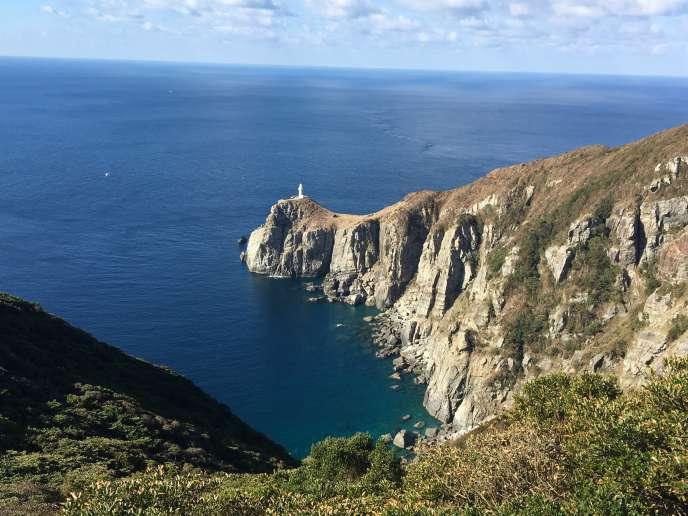 La falaise d'Osezaki et son phare sur l'île de Fukue.