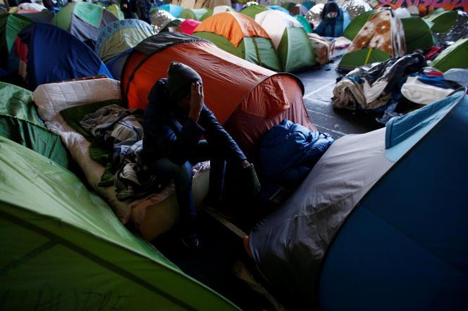 Oumar, un migrant venu du Tchad, dans un gymnase occupé à Saint-Herblain, enLoire-Atlantique , le 7 février.