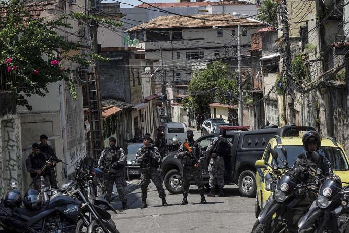 En 2017, 1 127personnes sont tombées sous les balles des forces de sécurité pendant des interventions dans ces communautés pauvres de l'Etat de Rio de Janeiro, selon l'organisaiton non gouvernementale Forum de sécurité publique.