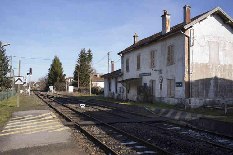 Gare désaffectée de Docelles-Chenimenil sur la ligne de train Epinal-Saint-Dié-des-Vosges.