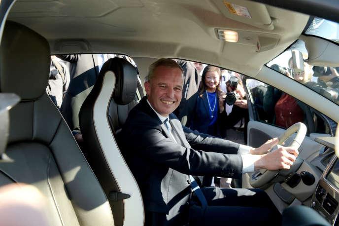 Le ministre de la transition écologique et solidaire, François de Rugy, à bord d'une voiture électrique Renault, le 4octobre 2018.