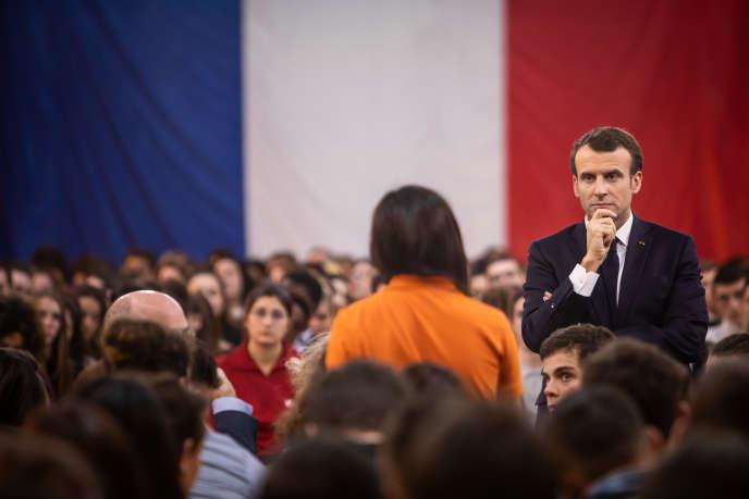 Emmanuel Macron devant un panel de 1 000 jeunes dans le cadre du grand débat national, àEtang-sur-Arroux(Saône et Loire), le 7 février.