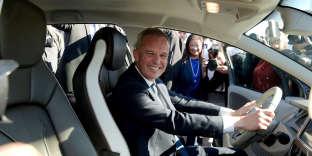 Le ministre de l'écologie,François de Rugy, au volant d'uneRenault Zoe 100% électrique, place de la Concorde, à Paris, le 4 octobre 2018.