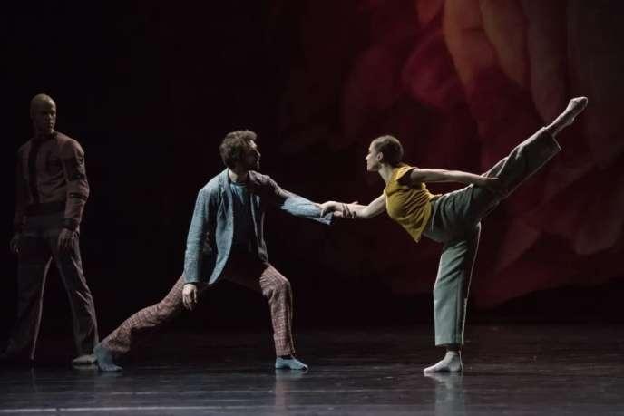 Aurélien Houette et Lydie Vareilhes dans« Les Noces», sur une musique d'Igor Stravinsky et une chorégraphie dePontus Lidberg, à l'Opéra national de Paris.