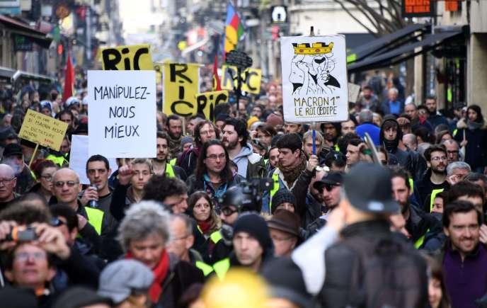 La manifestation des « gilets jaunes» à Bordeaux, samedi 9 février.