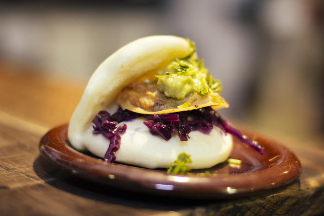 le sandwich au tofu braisé au gingembre et oignons frits de chez Mr. Bao.
