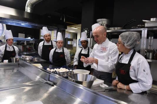 Au piano de Cuisine mode d'emploi(s), le centre de formation et d'insertion monté par Thierry Marx en2012.