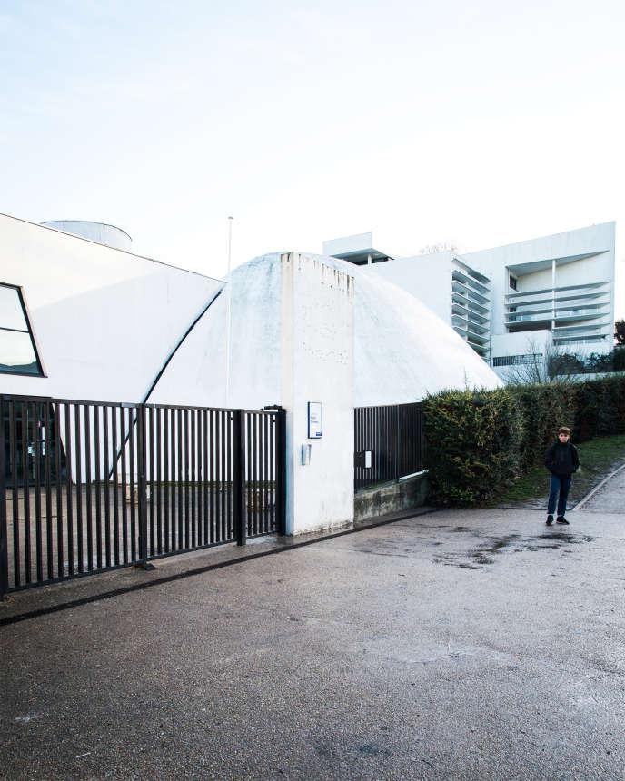 Devant le collège Robert-Doisneau, Clichy-sous-Bois (Seine-Saint-Denis), le 7 février 2019.