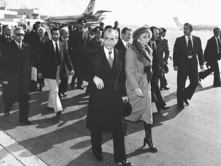 Le 16 janvier 1979, le chah Mohammad Reza Pahlavi, qui s'était autoproclamé «roi des rois», quitte l'Iran après des mois de manifestations contre son régime.