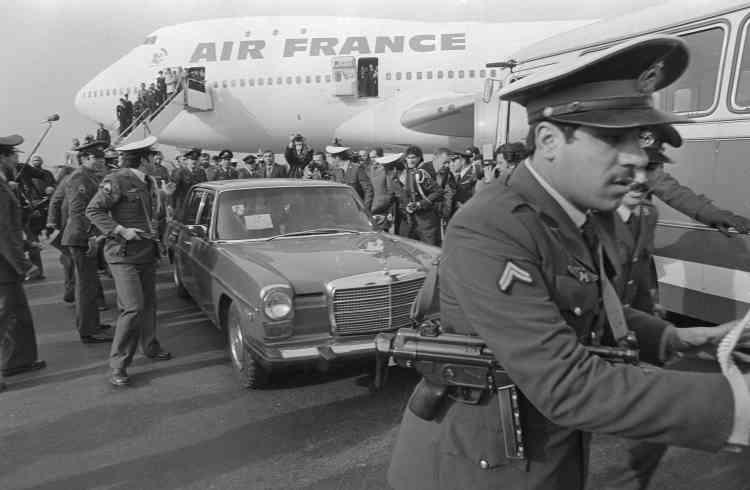 Le 1er février 1979, l'ayatollah Khomeiny rentre à Téhéran après plus de quatorze ans d'exil.