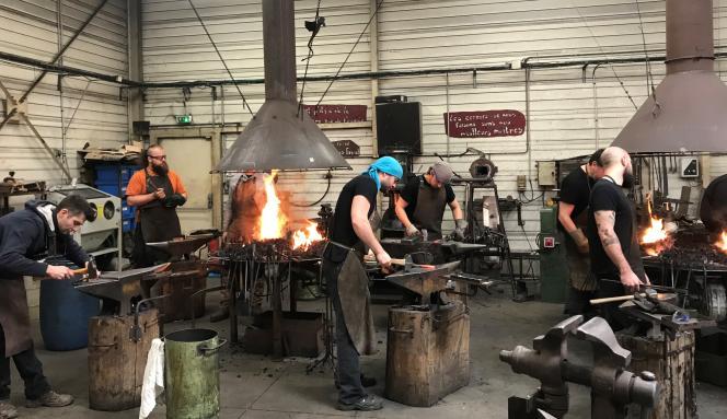 La formation en coutelerie de Couleurs de forge accueille de nombreux adultes en reconversion professionnelle.