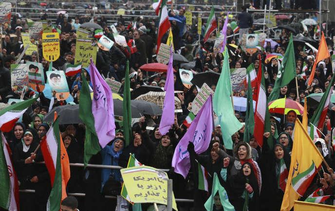 Des manifestants célèbrent le 40e anniversaire de la révolution qui a donné naissance à la République islamique, à Téhéran, lundi 11 février.