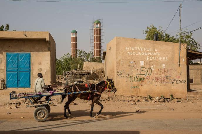Les minarets de la grande mosquée du village de Ndouloumadji Founébé, financée par le président sénégalais Macky Sall, le 6 février 2019.