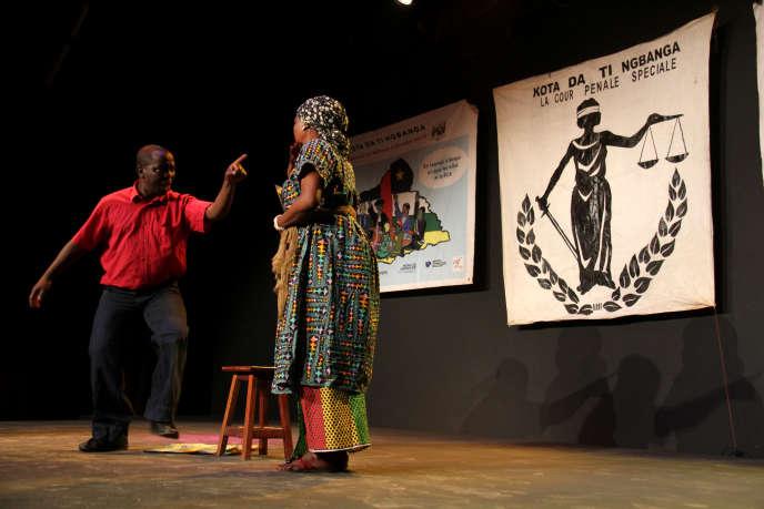 La pièce«Kota Da Ti Ngbanga» (« le grand tribunal») de Boniface Olsène Watanga, dont la première représentation a eu lieu le 9février 2019à Bangui, la capitale centrafricaine.