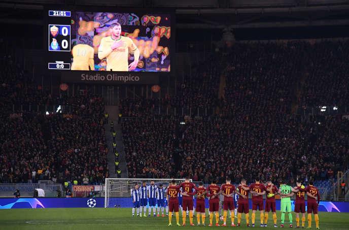 L'hommage à Emiliano Sala lors de la rencontre de Ligue des champions entre l'AS Rome et Porto, en huitièmes de finale aller, le 12 février.