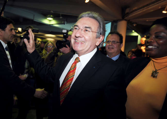 Jean-Claude Antonini, après l'annonce de sa victoire au second tour des élections municipales, le 16 Mars 2008 à la mairie d'Angers.