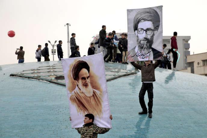 Des portraits des ayatollahs Khomeini et Khamenei, lors du quarantenaire de la révolution, à Téhéran, le 11 février.