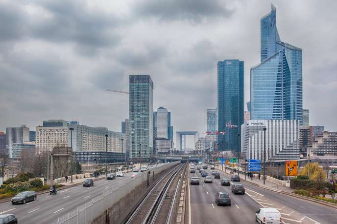 Le quartier d'affaires de La Defense, dans le prolongement de l'avenue des Champs-Elysées, à Paris. L'Ile-de-France a représenté 42,6 % des investissements des SCPI en 2018.