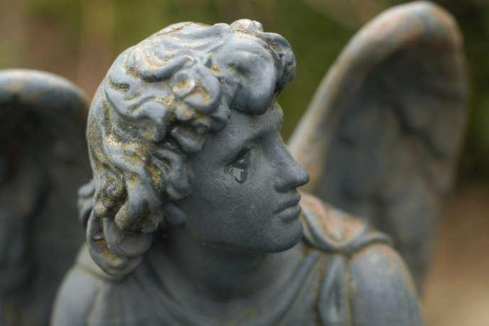 Dans un cimetière à Sare (Pyrénées-Atlantiques)...