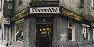 Un café de Neukölln, à Berlin, en 2002.