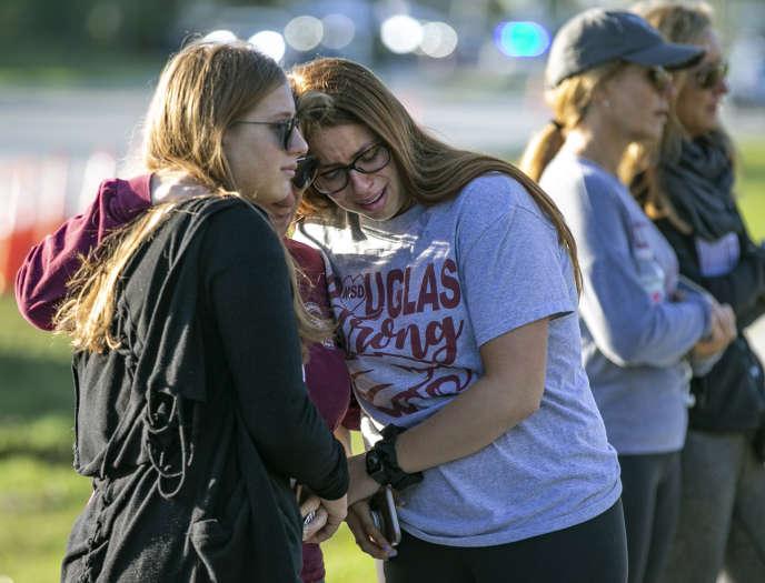 Des élèves du lycée Marjory Stoneman Douglas, lors de la commémoration de la tuerie du 14 février 2018, à Parkland (Floride), le 14 février 2019.