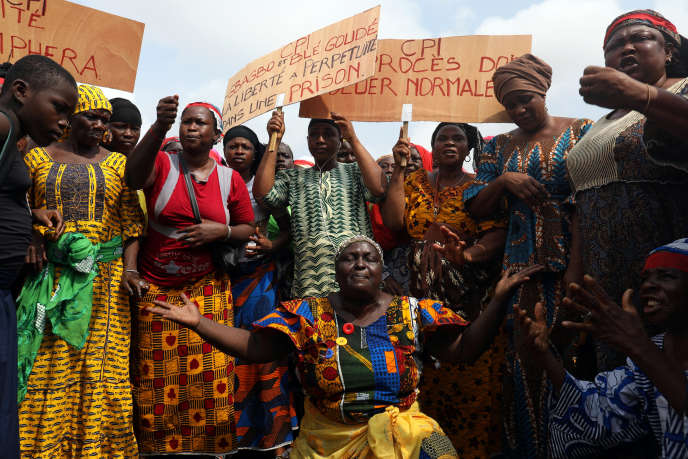 Lors d'une manifestation de victimes et de proches de victimes de l'ex-président Laurent Gbagbo contre sa libération, à Abidjan, le 4 février.