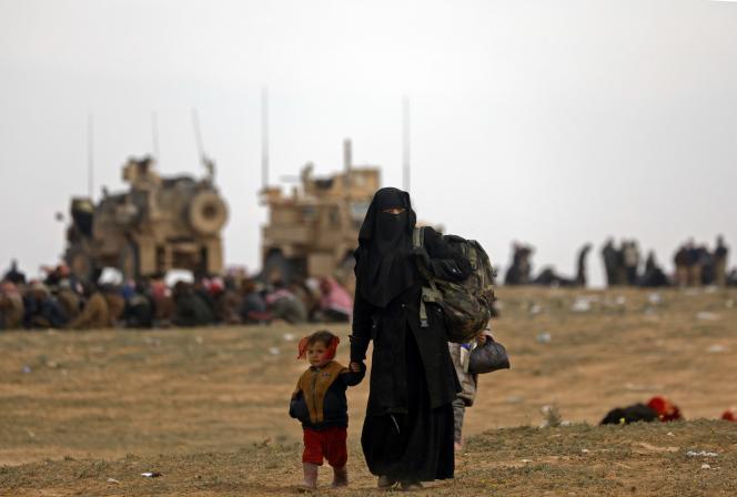 Les civils fuientl'ultime réduit du groupe Etat islamique (EI) dans l'Est syrien, le 13 février 2019.