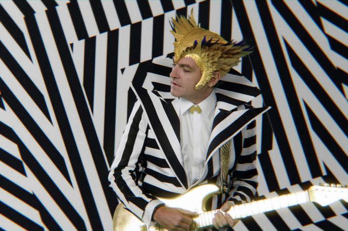 Le nouveau look de Matthieu Chedid, alias -M-, dans son clip« Superchérie».