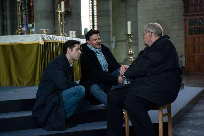 Le réalisateur François Ozon (au centre), sur le tournage du film«Grâce à Dieu».