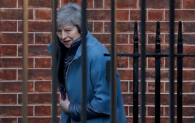 La première ministre britannique, Theresa May quittant le 10 Downing Street à Londres, le 14 février.