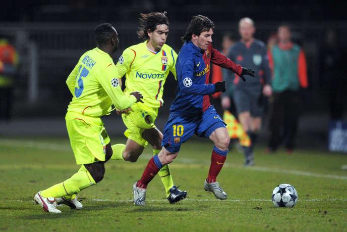 Lionel Messi, à droite, lors d'un match de Ligue des champions à Lyon, le 24février2009.