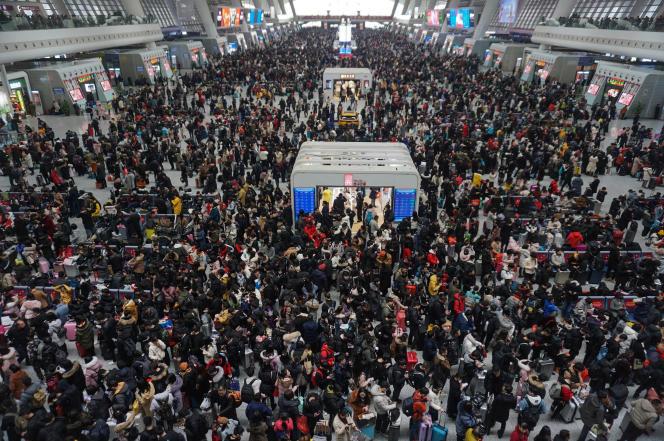 A la gare de Hangzhou, dans l'est de la Chine, le 10 février.