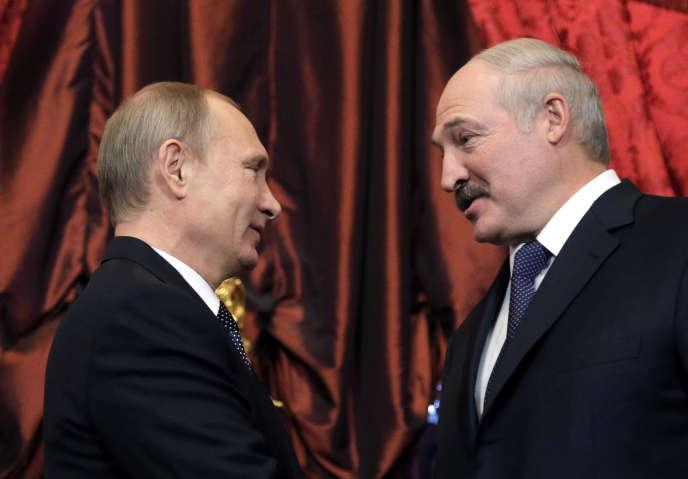 Le président russe Vladimir Poutine et son homologue biélorusse Alexandre Loukachenko, le 23 décembre 2014, à Moscou.