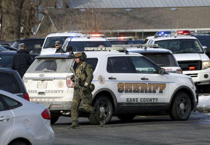 Les policiers à l'œuvre à Aurora, en banlieue ouest de Chicago, dans l'Etat de l'Illinois.