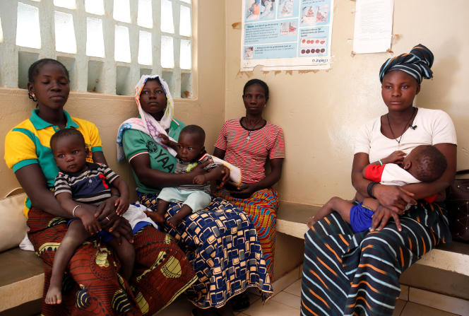 Séance d'éducation à la planification familiale, près de Ouagadougou, en février 2018.