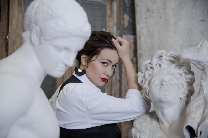 Julie Fuchs dans les locaux du sculpteur Lorenzi, à Arcueil (Val-de-Marne),le 6 décembre 2018.