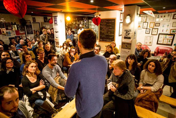 Raphaël Glücksmann, dans un bar du quartier populaire de Wazemmes, à Lille, le 8février.