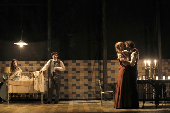 Rebecca Marder, Jean Chevalier, Elsa Lepoivre et Thierry Hancisse dans « Fanny et Alexandre »,d'Ingmar Bergman,mise en scène de Julie Deliquet, à la Comédie-Française.