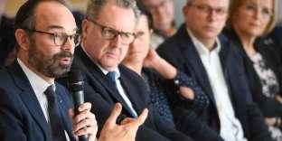 Le premier ministre, Edouard Philippe, lors d'une réunion à Plomodiern (Finistère), le15février.