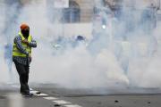 Un « gilet jaune» fait une «quenelle», lors d'une manifestation à Rouen, le 5 janvier.