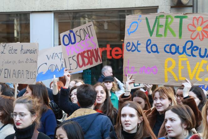 Rassemblement d'étudiants et de lycéens appelant le gouvernement à prendre des mesures d'urgence contre le changement climatique, à Parsi, le 15 février.