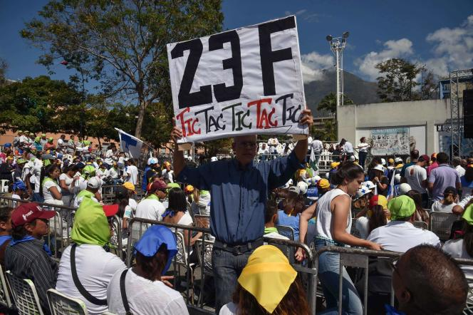Manifestation à Caracas rappelant la date du 23février à laquelle l'aide humanitaire doit pouvoir entrer dans le pays.