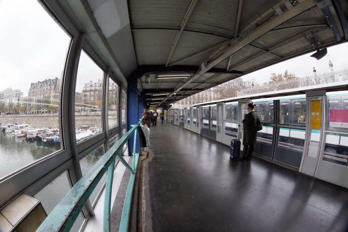 Les faits se sont déroulés vendredi matin sur un quai de la ligne1 à la station Bastille, dans l'est de Paris.
