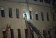 Un secouriste entre dans le bâtiment qui s'est effondré, samedi 16 février.
