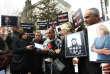 Des journalistes turcs brandissentdes photos du photojournaliste Rémi Ochlik et de la correspondante du Sunday Times, Marie Colvin, tués le 22 février en Syrie.