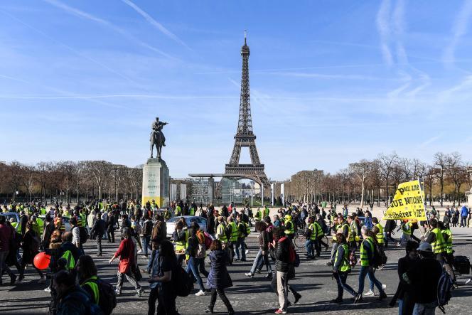 Partis des Champs-Elysées vers midi, les manifestants ont convergé vers le Champ-de-mars, destination finale de cette manifestation déclarée en préfecture et encadrée par un imposant dispositif policier.