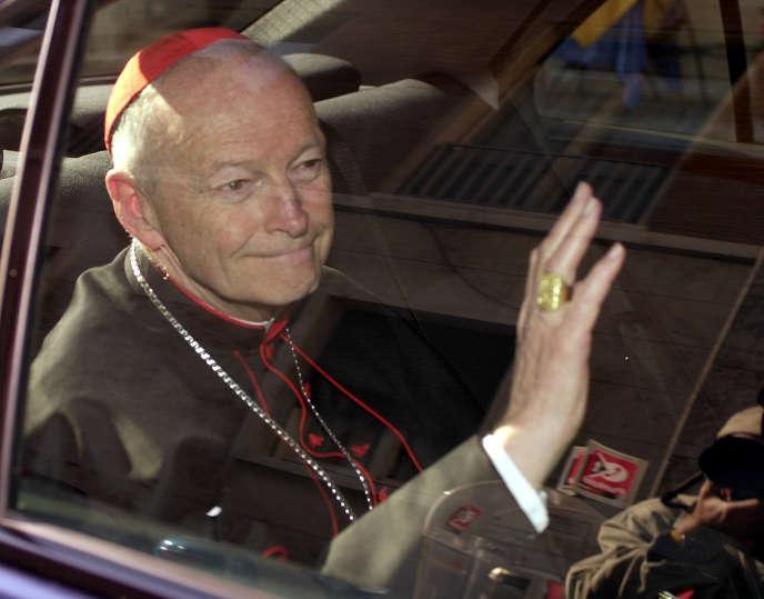 Le cardinal McCarrick, ici le 23 avril 2002, a été défroqué par le Pape François en raison d'un scandale sexuel. Une première dans l'Eglise.