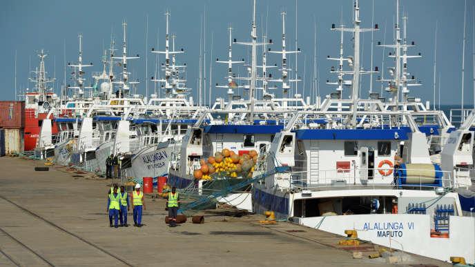 Des bâteaux de pêche flambant neufs dans le port de Maputo, au Mozambique, en mai 2016.
