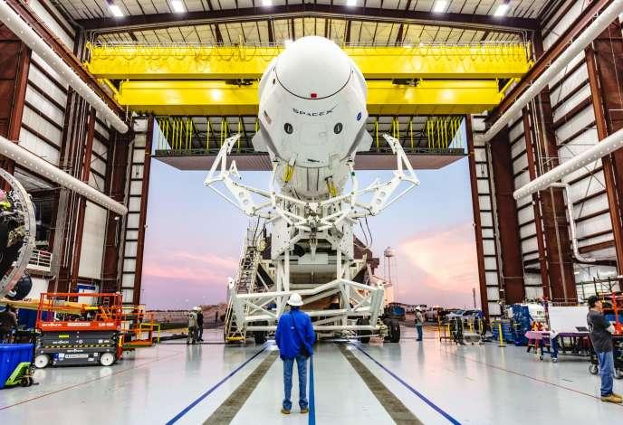 Le premier décollage d'une fusée SpaceX équipée de la capsule Dragon (non habitée) devait avoir lieu en janvier. Il a été repoussé à début mars. Ici, le 29 janvier. HO/AFP