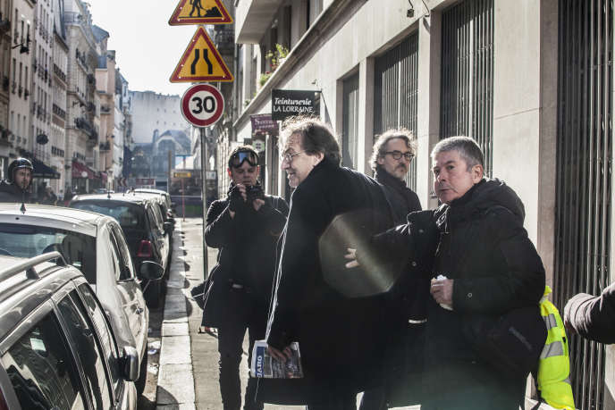 Alain Finkielkraut a été pris à partie par des « gilets jaunes », le 16 février, en marge de la manifestation, sur le boulevard du Montparnasse.